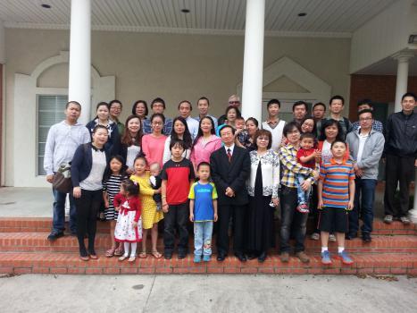 榮神總幹事陳熾於2014四月中在路易斯安那州LaFayette州立大學校園外展, 為國內訪問學者提供「移民法例」講座。